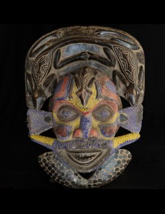 Spectaculaire masque Bamiliké perlé Cameroun